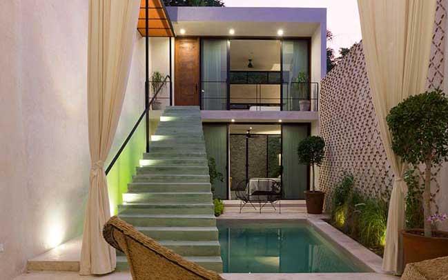 Mẫu nhà đẹp 2 tầng với sân vườn và hồ bơi trung tâm