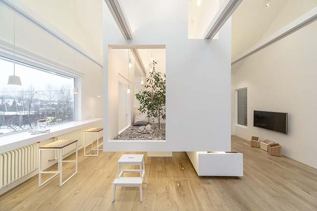 Phòng khách đẹp màu trắng với thiết kế đa năng