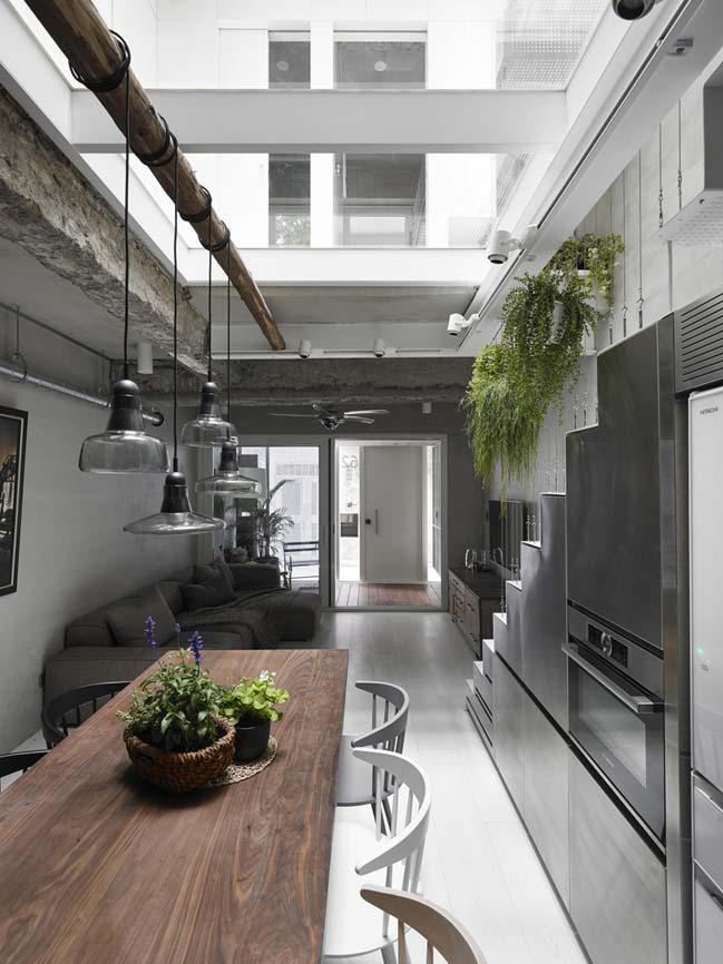 Cải tạo ngôi nhà 50 tuổi thành không gian ngập tràn ánh sáng