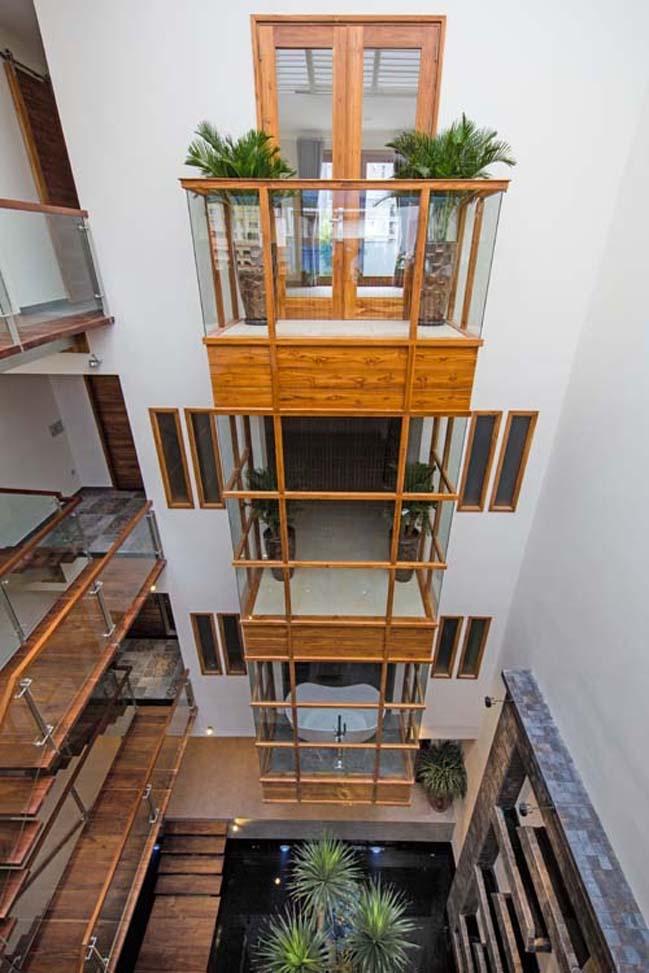 Biệt thự đẹp với nội thất gỗ chống đạn tại Quận 2
