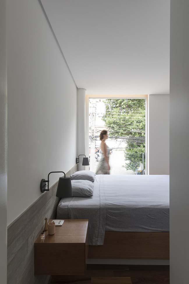 Cải tạo nhà cũ 4x24 thành không gian ngập tràn ánh sáng và cây xanh
