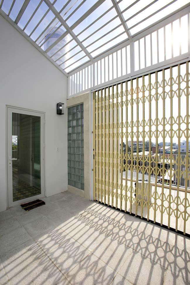 Nhà đẹp 3 tầng với bức tường cong tại Tp.HCM