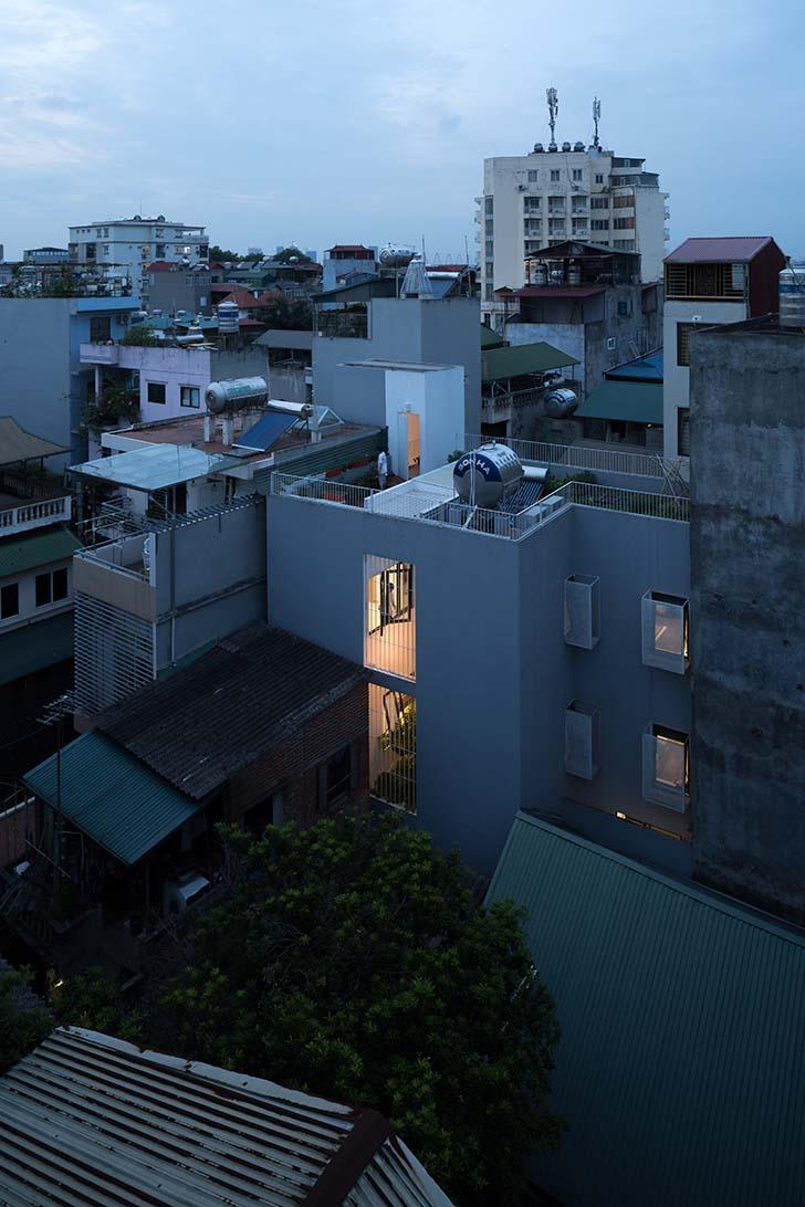 Nhà đẹp 3 tầng tràn ngập ánh sáng trong hẻm nhỏ tại Hà Nội